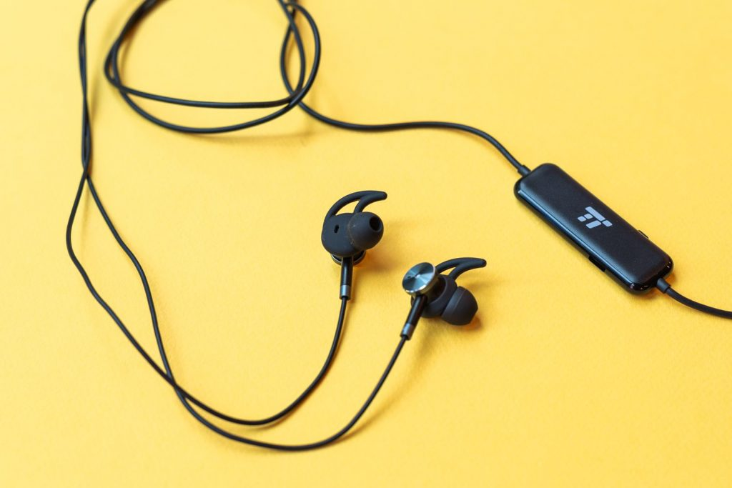 Top 10 Best Wired Earbuds 2020 Tade Reviews Prices